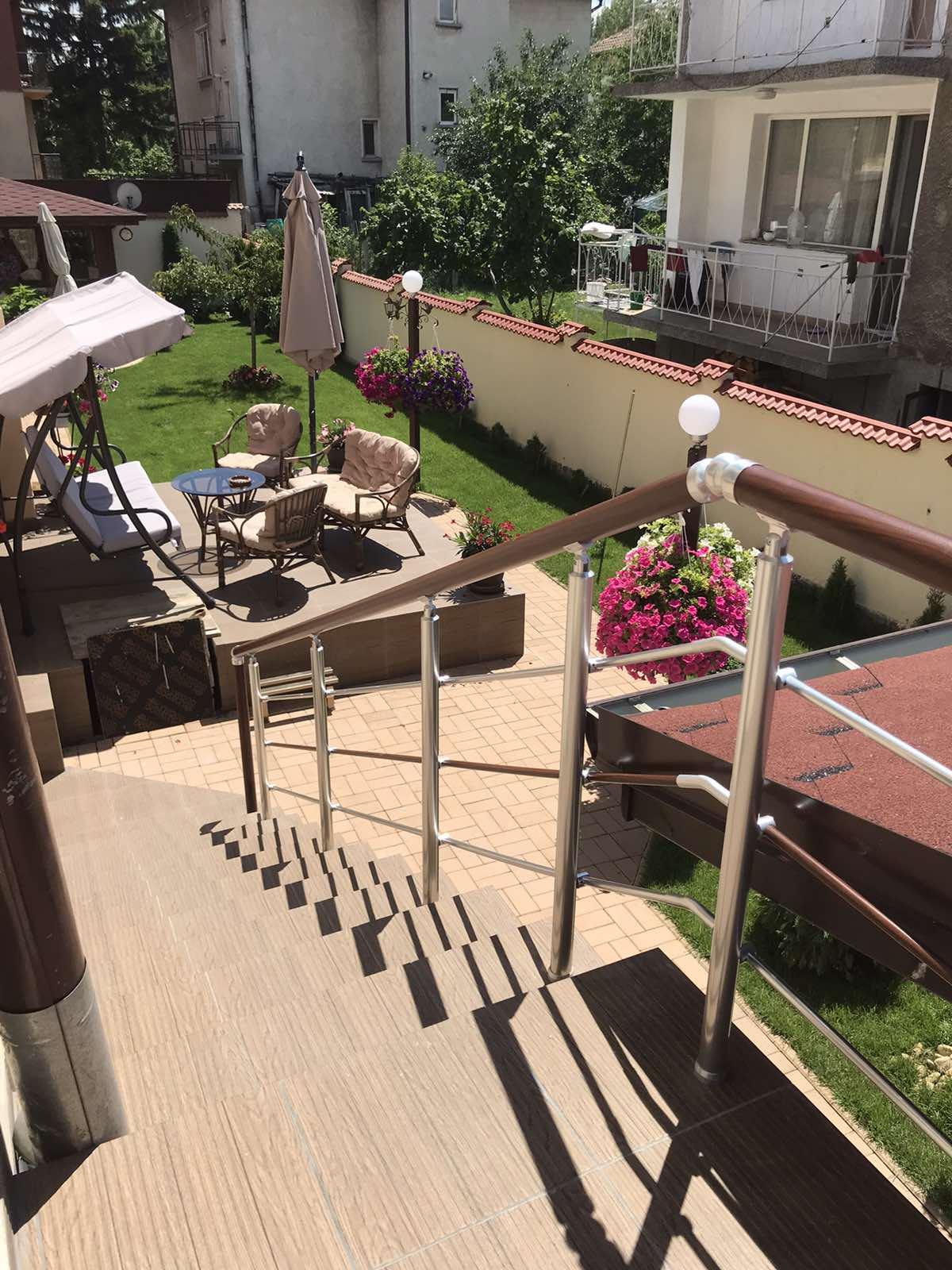 Парапети за стълбища